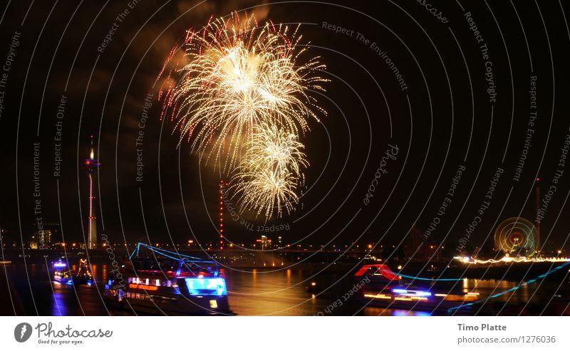 Feuerwerk Rheinkirmes 02 Stadt Brücke Hafen Veranstaltung Flussufer Jahrmarkt Nachtleben Feierabend Hafenstadt Nachthimmel Fähre Passagierschiff