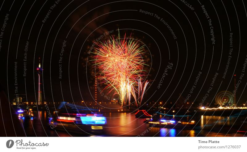 Feuerwerk Rheinkirmes 03 Stadt Wasser Brücke Jahrmarkt Nachtleben Hafenstadt Düsseldorf Fähre Passagierschiff