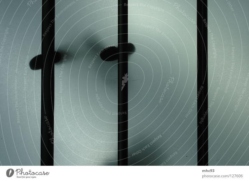 Linientreue schwarz weiß schreiten Silhouette Detailaufnahme Flughafen Glasboden Fuß Schatten