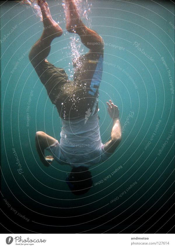 Downunder Mann Wasser Meer Sommer Kopf See Wellen Schwimmen & Baden Unterwasseraufnahme Schwimmbad tauchen Schifffahrt türkis Luftblase unterwegs Wassersport