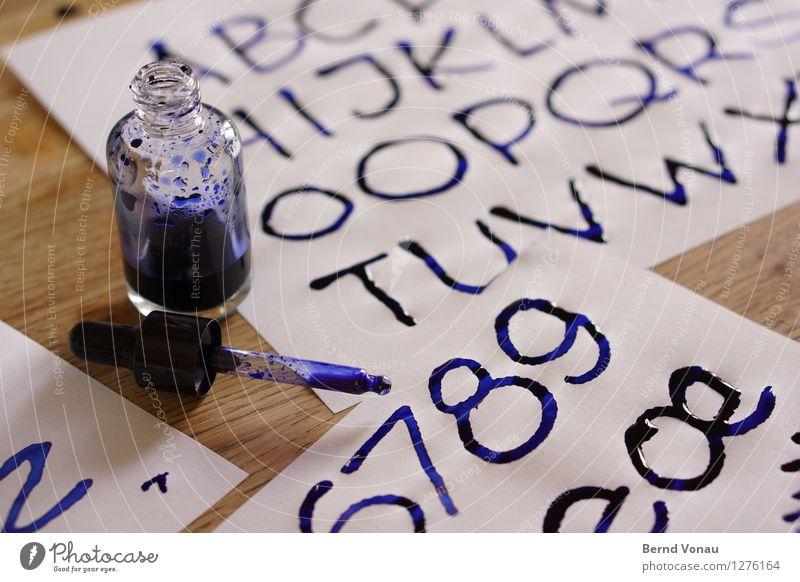 alphab-tisch Schriftzeichen Ziffern & Zahlen nass Farbe Tinte Kalligraphie Pipette blau Kreativität frisch Handarbeit Schreibwaren Papier Entwurf Farbfoto