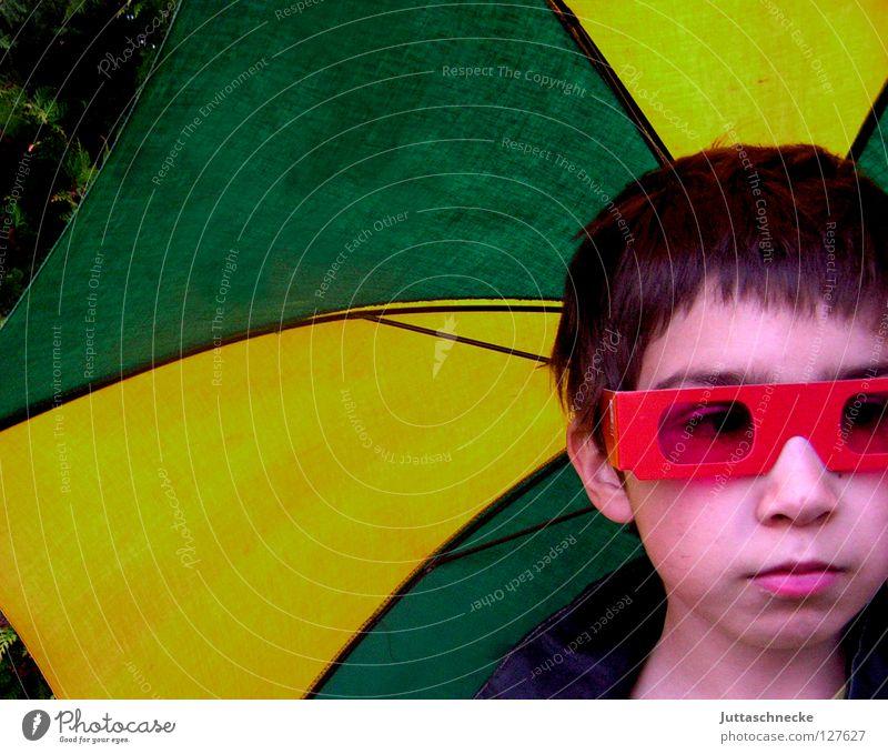 When the Rain begins to fall.... Kind rot Freude gelb Junge Traurigkeit lustig Regen Wetter Sicherheit Brille Trauer Regenschirm Sonnenbrille ernst Laune