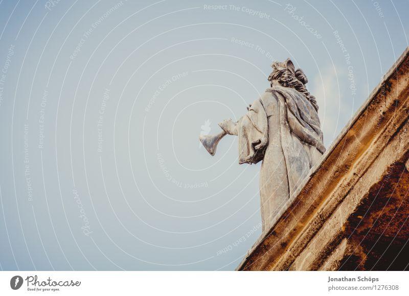 Musik aus Oxford I Mensch maskulin Körper 1 England Großbritannien Stadtzentrum Altstadt Skyline ästhetisch Statue Skulptur Dach Trompete Engel Stein