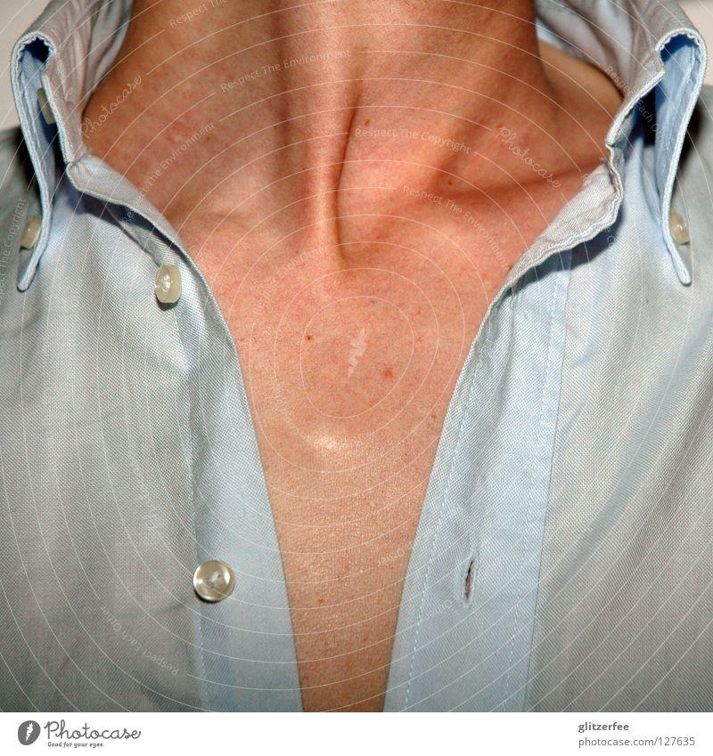 herzbube Mann Hemd Schlüsselbein Stoff Knöpfe Leberfleck oben dreckig Oberkörper Sommer Physik Hals Haut offen frei Brust Wärme Sehne blau button-down ich dich