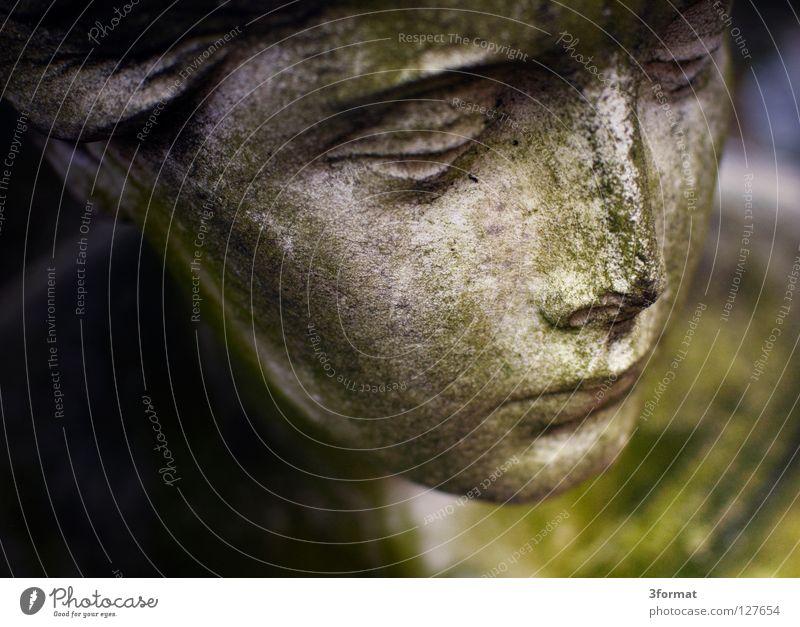 stadtgottesacker Frau alt Himmel grün Gesicht ruhig Stein Traurigkeit Kunst Trauer Engel Frieden Vergänglichkeit Statue Denkmal Handwerk