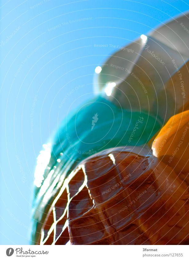 plastik_eis Eiswaffel Waffel Karton falsch mehrfarbig verrückt Zitroneneis Sahne Strahlung Gegenlicht lecker süß Sommer Physik Erfrischung Süßwaren Werbung