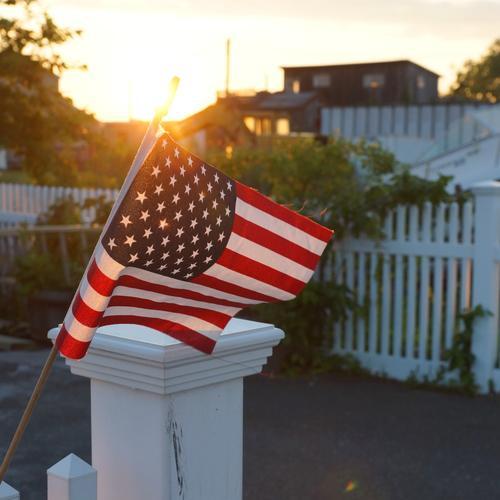 My home, my castle Häusliches Leben Wohnung Haus Garten Sonnenaufgang Sonnenuntergang Sommer Schönes Wetter Sträucher New York City Queens USA Kleinstadt