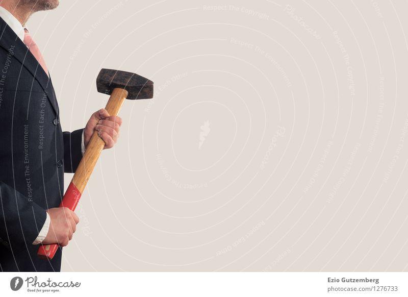 Ein Geschäftsmann mit einem Vorschlaghammer Mensch Hand kalt Erwachsene Hintergrundbild Business Arbeit & Erwerbstätigkeit maskulin Büro elegant Kraft Körper