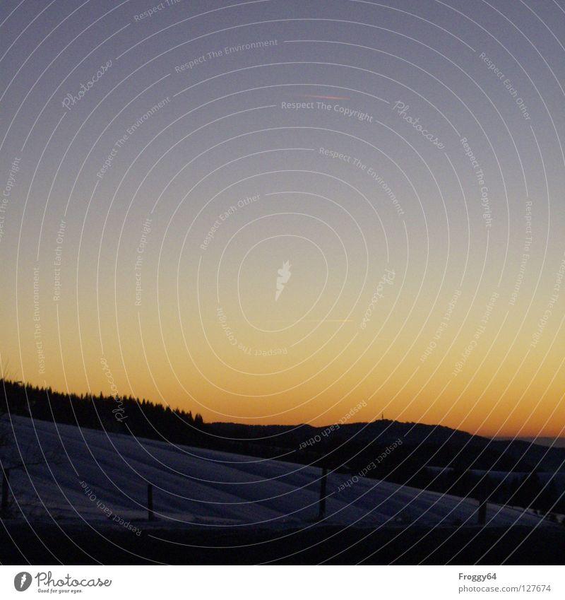 Abendstimmung Himmel Baum Sonne blau rot Winter schwarz Wolken Schnee Berge u. Gebirge Stimmung Romantik Mond Abenddämmerung Skipiste Himmelskörper & Weltall