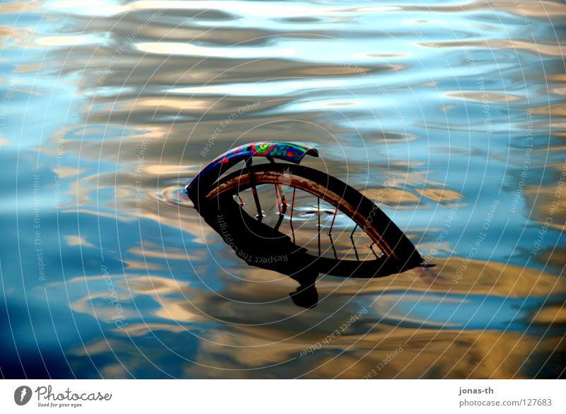 Falsche Richtung ?! Wasser Strand Küste See Fahrrad Romantik Unfall Schleswig-Holstein Kiel Blende Desaster Licht & Schatten