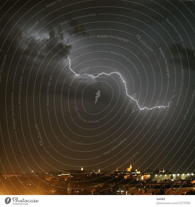 Basta Umwelt Natur Urelemente Himmel Wolken Gewitterwolken Horizont Klimawandel Unwetter Blitze Bautzen Deutschland Lausitz Kleinstadt Haus Kirche Dom leuchten