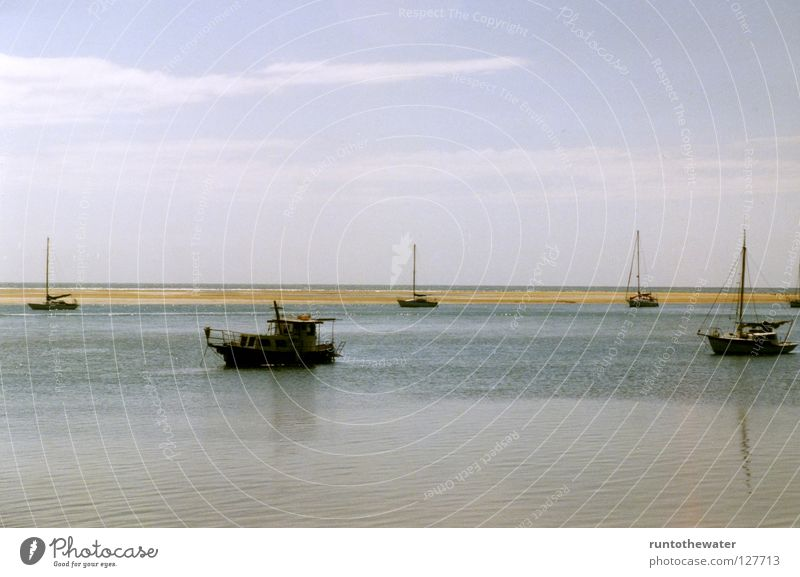 Flaute eben! Strand Wasserfahrzeug Australien Unendlichkeit Zeit Langeweile Meer Segeln Pause Horizont Fernweh Küste ruhig Wärme Ungeduld Himmel Wind Erholung