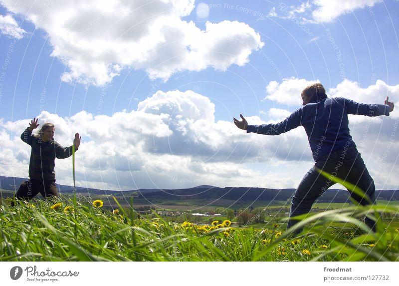 Fight Himmel Natur Jugendliche blau grün schön Sonne Sommer Blume Freude Wolken Erholung Wiese Berge u. Gebirge Leben Wärme