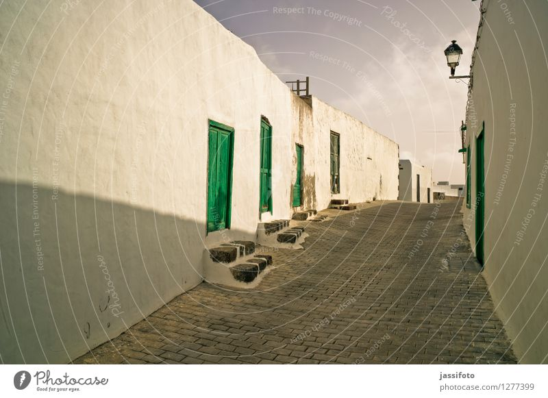 Gasse Ferien & Urlaub & Reisen Teguise Kleinstadt Altstadt Menschenleer Haus Bauwerk Gebäude Architektur Mauer Wand Straße historisch ruhig Lanzarote
