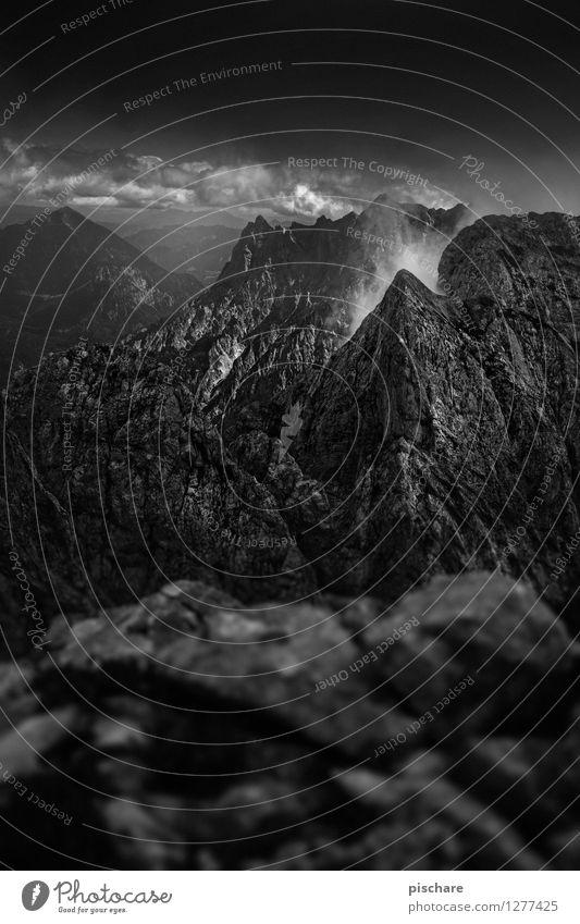 Gesäuse Landschaft Gewitterwolken schlechtes Wetter Berge u. Gebirge bedrohlich dunkel eckig Abenteuer Natur Nationalpark Gesäuse Österreich Schwarzweißfoto