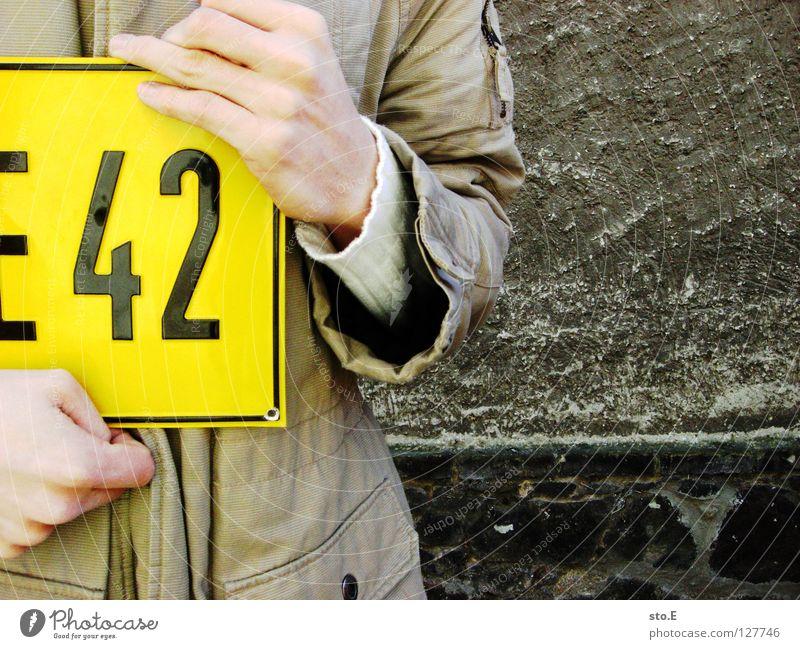 3 tage wach Kerl Mann Wand Mauer Muster Putz Hinweisschild kennzeichnen Schilder & Markierungen blond dumm Haarfarbe Jacke Hand falsch schwarz kalt Osten