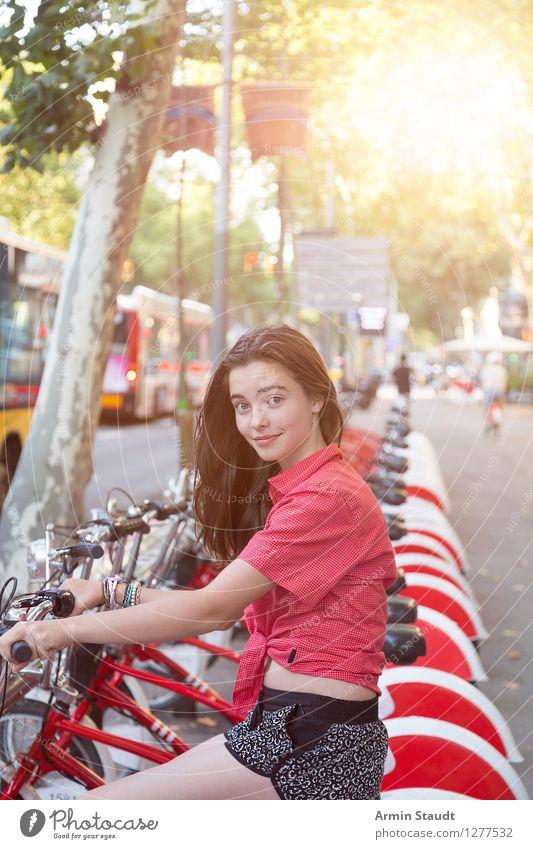 Leih ich mir Mensch Ferien & Urlaub & Reisen Jugendliche Stadt schön Junge Frau Freude Leben feminin Lifestyle Tourismus Zufriedenheit Verkehr 13-18 Jahre