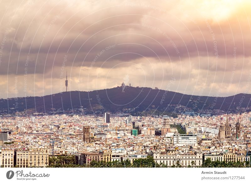 Barcelona Panorama Lifestyle kaufen Ferien & Urlaub & Reisen Tourismus Sommer Sommerurlaub Nachtleben Umwelt Gewitterwolken Sonne Klima Berge u. Gebirge Stadt