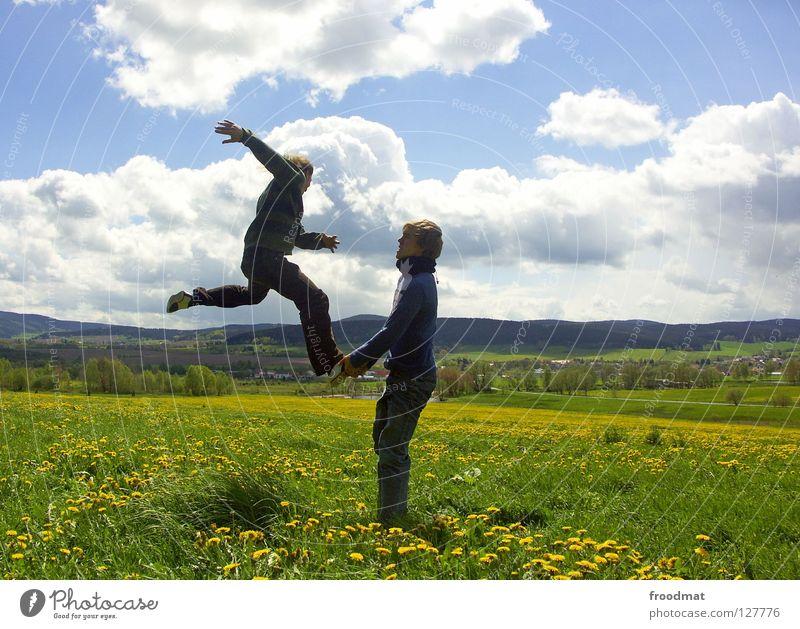 Räuberleiter Blume Wiese Panorama (Aussicht) Wolken Ilmenau Frühling blenden Idylle Jugendliche himmlisch schön wach Übermut Aktion Luft gefroren Gras grün