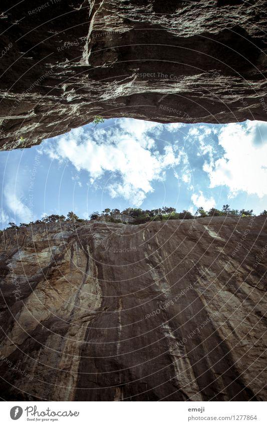 Schlucht Umwelt Natur Landschaft Himmel Schönes Wetter Felsen Stein außergewöhnlich bedrohlich natürlich Schweiz Farbfoto Außenaufnahme Menschenleer Tag