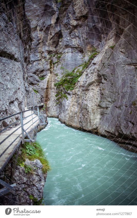 kalt Natur Wasser Landschaft dunkel Umwelt außergewöhnlich Stein Felsen bedrohlich Urelemente Fluss Schlucht