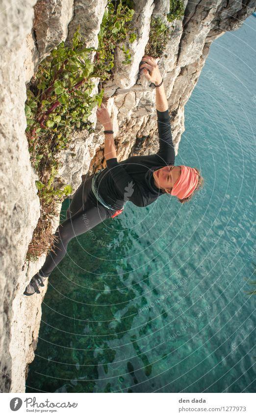 Deep water Soloing Mensch Ferien & Urlaub & Reisen Jugendliche blau Sommer Junge Frau Meer Freude 18-30 Jahre Erwachsene Berge u. Gebirge Wärme Leben feminin