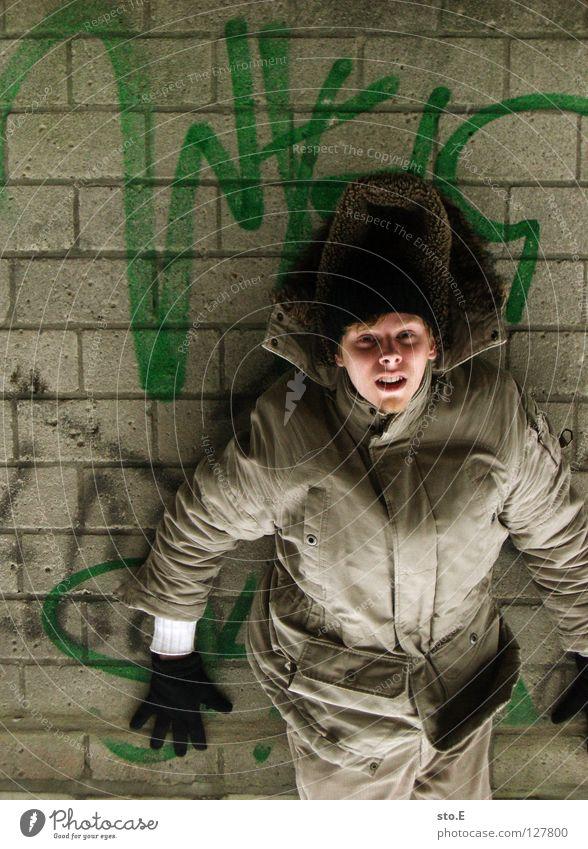 i spam you voll pt. 3 Mensch Mann Hand Jugendliche grün schwarz Erholung Wand Mauer Graffiti Schriftzeichen Klettern verfallen Jacke Mütze Typ