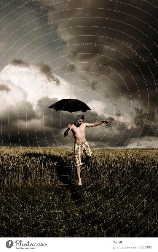 regenmacher Mann Wasser Blatt schwarz Wolken gelb dunkel Wiese Gras grau Fuß Regen Zufriedenheit braun Kraft Feld