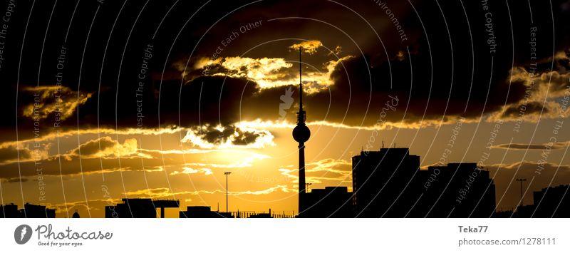 Berlin Abends I Ferien & Urlaub & Reisen Stadt Sommer ästhetisch Platz Skyline Hauptstadt Stress Stadtzentrum Fernsehen Tower (Luftfahrt)