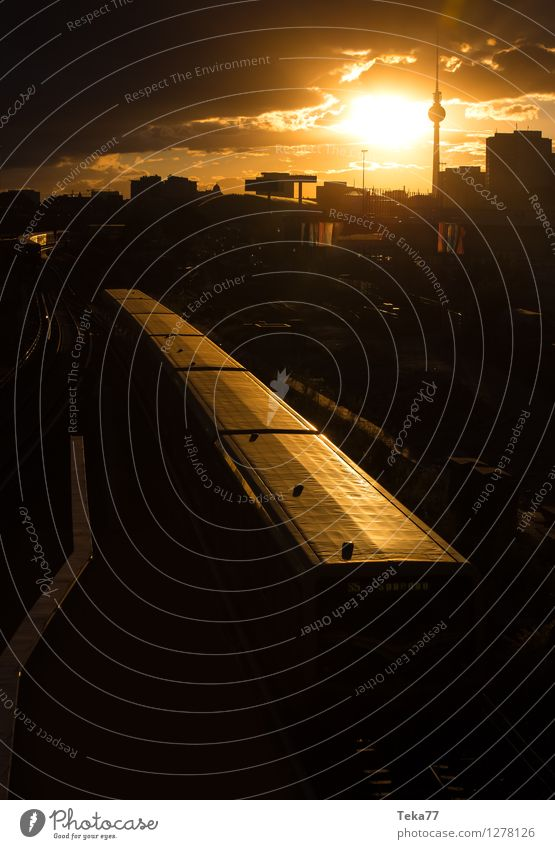 Berlinerabend Ferien & Urlaub & Reisen Sommer Fernsehen Stadt Hauptstadt Stadtzentrum Skyline Platz Sehenswürdigkeit Wahrzeichen Tower (Luftfahrt) Gefühle