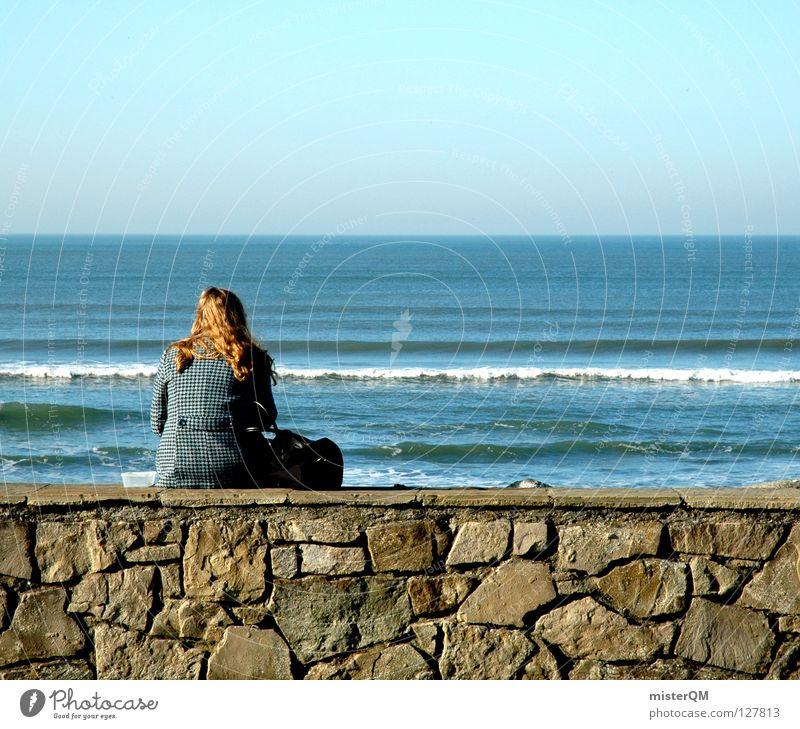 lonely world. Frau Jugendliche blau Meer Ferne Mauer Stein Denken Wellen Angst sitzen Zukunft Konzentration Zukunftsangst ungewiss Sozialer Dienst