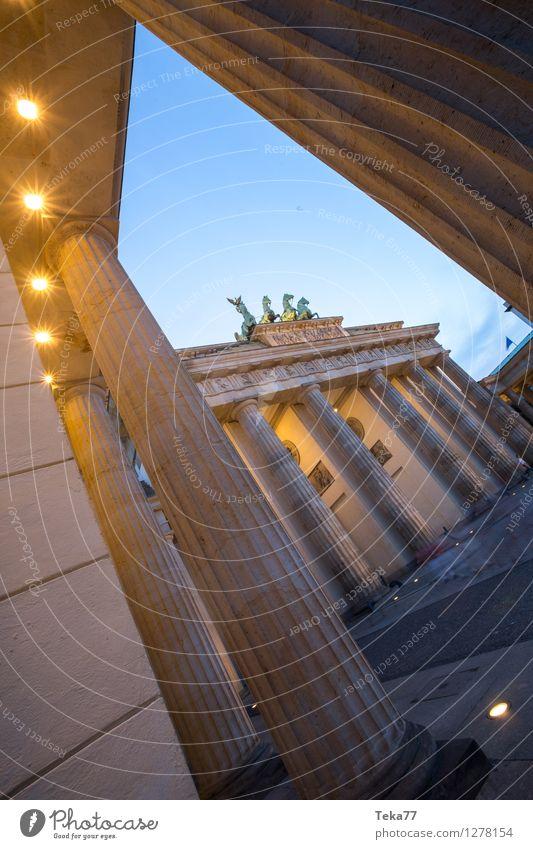 Berlin Abends IIII Mensch Ferien & Urlaub & Reisen Deutschland Fassade ästhetisch Abenteuer Sightseeing Nachtleben Brandenburger Tor