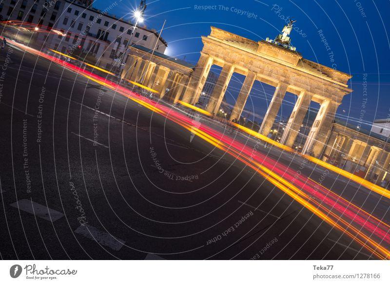 Berlin Abends II Ferien & Urlaub & Reisen Sightseeing Nachtleben Mensch Brandenburger Tor Deutschland Fassade Abenteuer ästhetisch Zufriedenheit Farbfoto