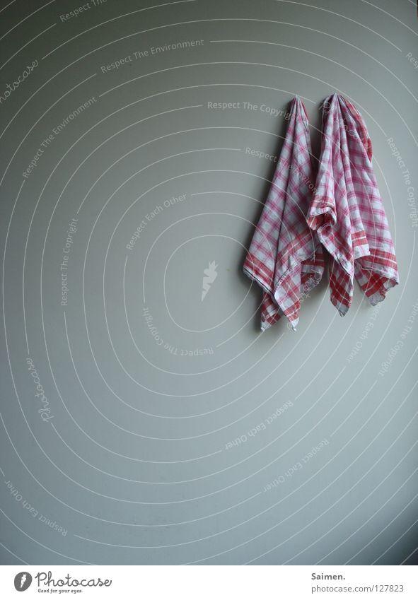 gemeinsam abhängen weiß rot Erholung 2 Zusammensein frisch Küche Sauberkeit kariert trocknen Haushalt Tuch Haken gebraucht