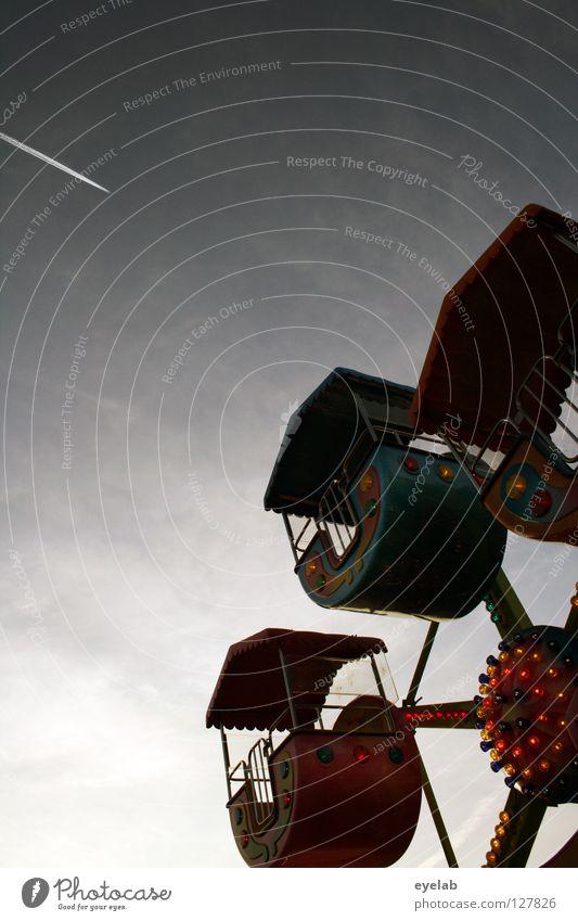 Zwergenrad (2) Himmel Freude Wolken Spielen Lampe Kindheit Angst fliegen Freizeit & Hobby hoch Flugzeug Luftverkehr Kreis Dach rund Technik & Technologie