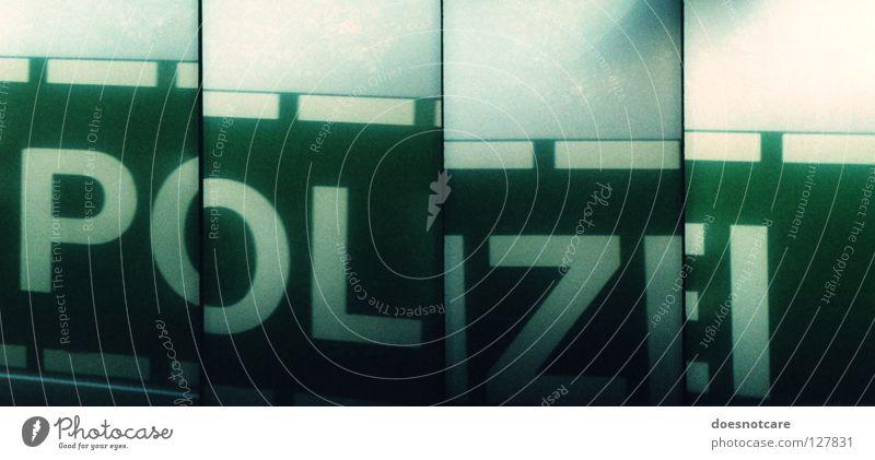 lomozei. Lomografie KFZ Wagen Kriminalität Gewalt Macht Schriftzeichen Typographie Moral Buchstaben SuperSampler PKW Staatsgewalt