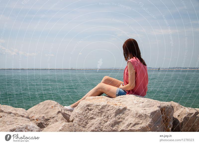 mein kleiner Stich Mensch Frau Himmel Natur Ferien & Urlaub & Reisen Jugendliche Sommer Junge Frau Erholung Meer Landschaft ruhig Ferne Erwachsene Traurigkeit