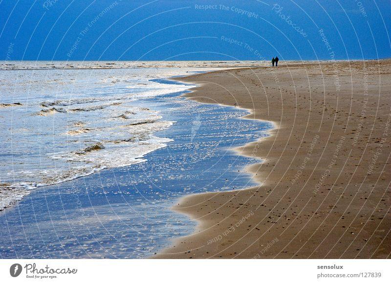 Spurlos in die Unendlichkeit Himmel blau Ferien & Urlaub & Reisen Meer Strand Einsamkeit ruhig Erholung Ferne Wege & Pfade Freiheit Sand Paar Horizont Zusammensein Wellen
