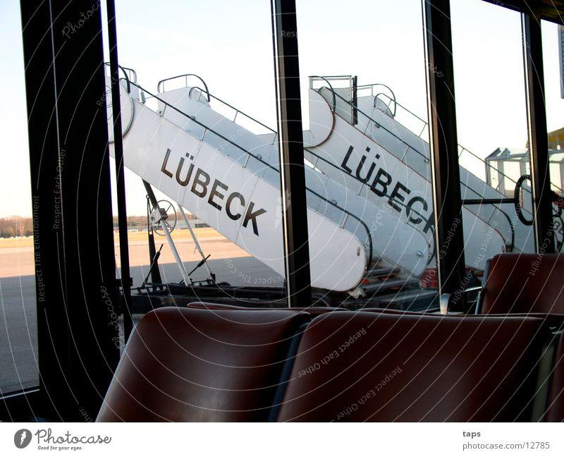 Flughafen Lübeck Rollfeld Warteraum Stuhl Luftverkehr Treppe Gate
