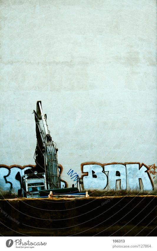 BAGGERN FOR MODEL RELEASE Mensch Stadt Haus Arbeit & Erwerbstätigkeit Wand Stil träumen Mauer Graffiti Kraft Metall Suche Schilder & Markierungen Industrie