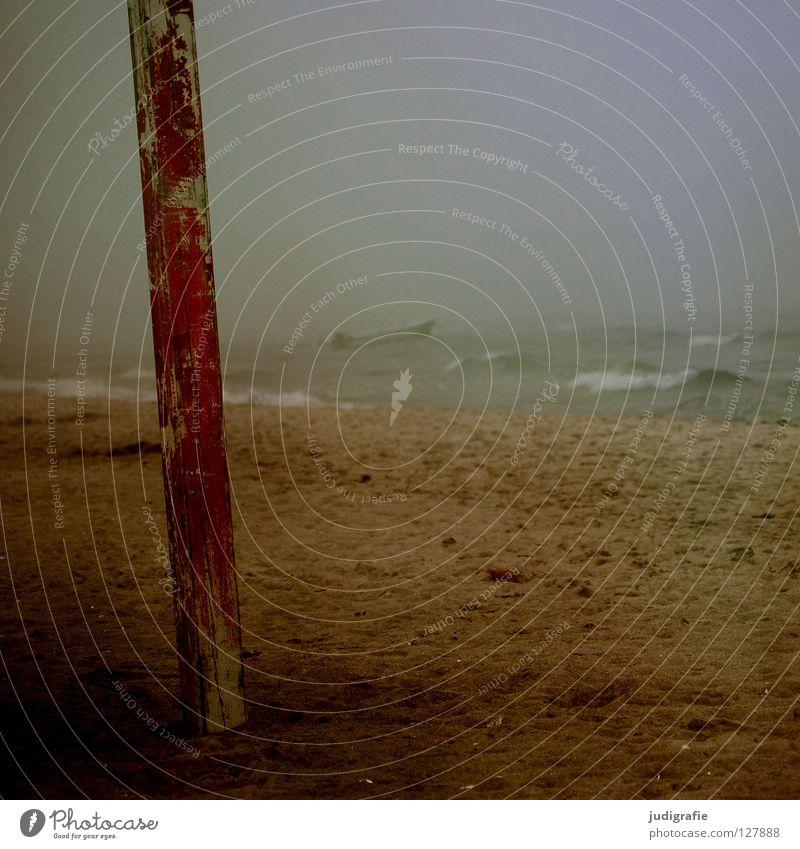 Küstennebel Holz rot Nebel Strand See Wellen Gischt Wasserfahrzeug Ankerplatz Befestigung dunkel Leidenschaft Schifffahrt Fischereiwirtschaft salzig maritim