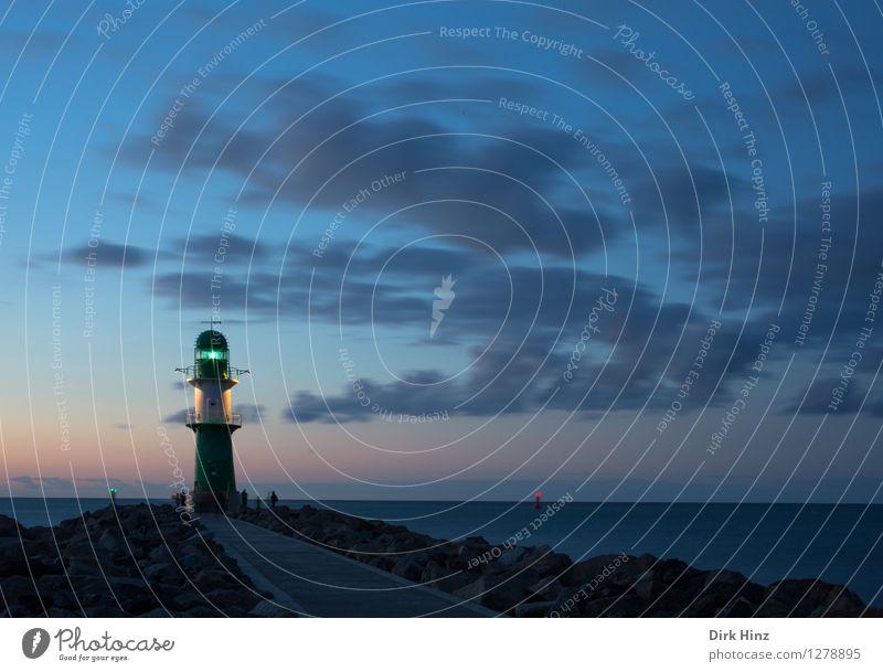 Leuchtfeuer Warnemünde Himmel Ferien & Urlaub & Reisen blau Meer Küste Horizont Tourismus hoch Sicherheit Unendlichkeit historisch Ostsee Hafen Vertrauen