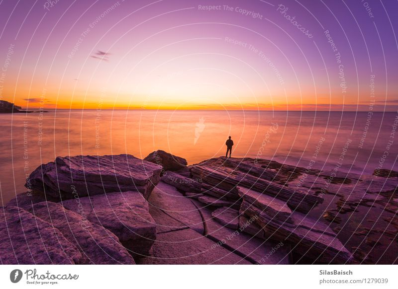 Aufpassender Sonnenaufgang der Person Mensch Ferien & Urlaub & Reisen Farbe Meer Einsamkeit Freude Ferne Umwelt Küste Freiheit Tourismus Erfolg Insel Ausflug