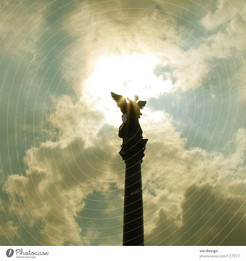 GOLDEN GIRL Goldelse Wahrzeichen Kreisverkehr Wolken Blendeneffekt Siegessäule Deutschland Froschperspektive Licht Gegenlicht Denkmal Ferien & Urlaub & Reisen