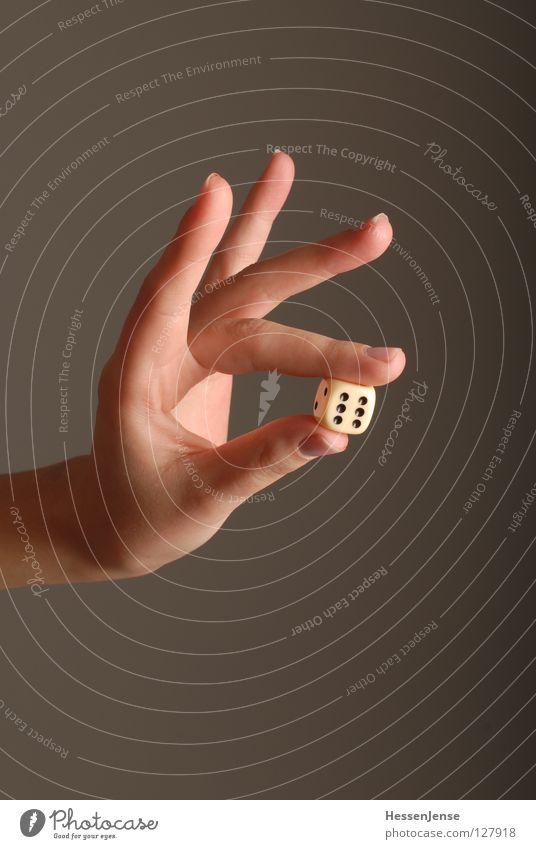 Hand 24 Hand Freude Glück Religion & Glaube Hintergrundbild Würfel Haut Finger Erfolg Hoffnung festhalten 6 Desaster Halt besitzen würfeln