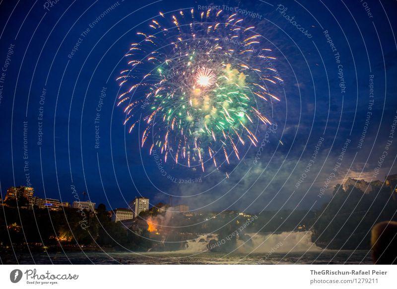 Feuerwerk 4 Sehenswürdigkeit Wahrzeichen blau mehrfarbig gelb grün violett orange rosa rot türkis weiß Pyrotechnik Rheinfall Wasserfall fest Nationalfeiertag