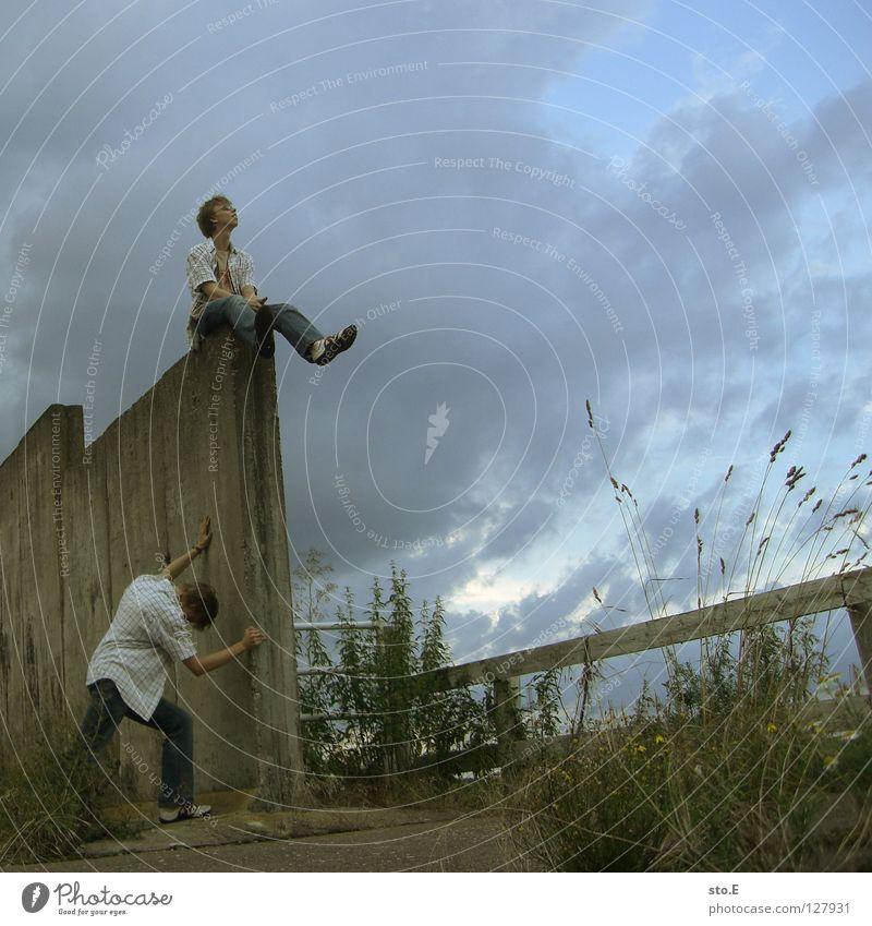 dissoziative identitätsstörung pt.4 Mann Kerl 2 Klonen Körperhaltung stehen Wand Mauer Gelände Durchgang erleuchten Beleuchtung Muster Ordnung Hoffnung trist
