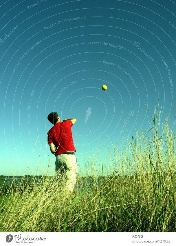 planetenwerfer Planet Himmelskörper & Weltall Astronomie gelb himmelblau werfen Kraft Konzentration Ballsport Blauer Himmel throw froodmat mit gewalt