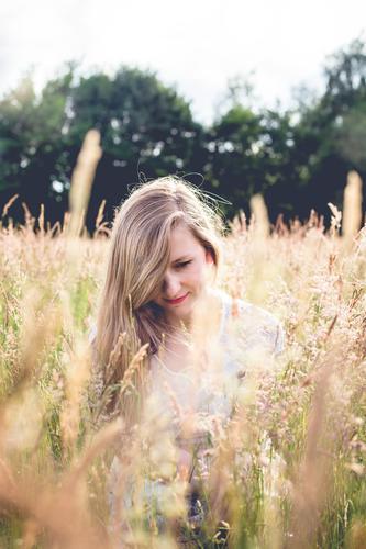 Sommerglück. Gesundheit Alternativmedizin Allergie Meditation Ferien & Urlaub & Reisen Ausflug Mensch feminin Junge Frau Jugendliche 1 18-30 Jahre Erwachsene