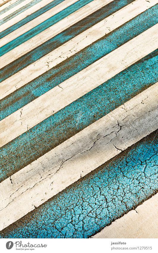 Zebrastreifen Straße Zeichen Schilder & Markierungen Streifen Stadt blau weiß Fahrbahn Fahrbahnmarkierung parallel diagonal gestreift paralllel struktur